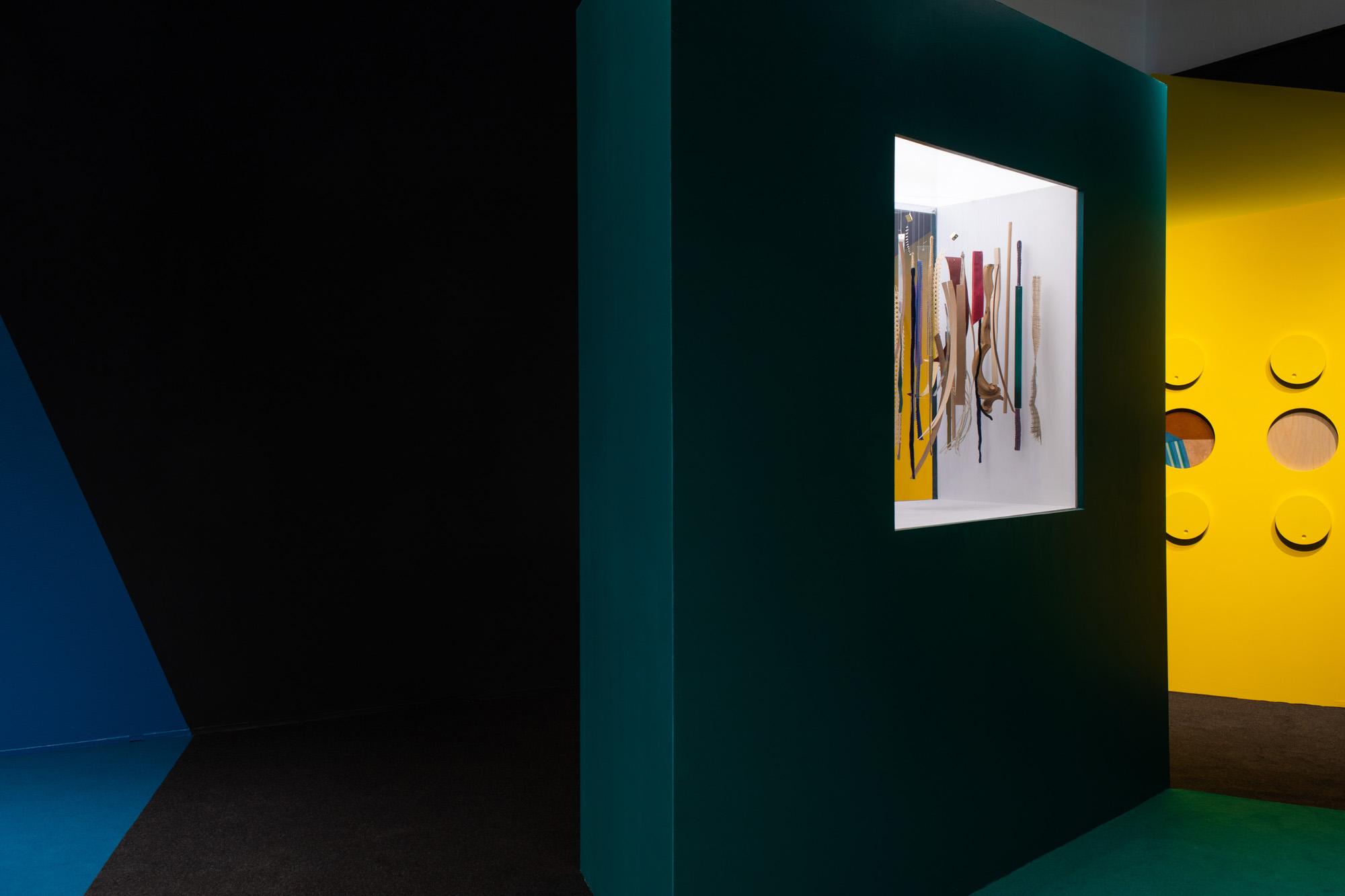 Allestimento Spazio espositivo Amleto Bertoni Saluzzo Sara Fortin design interior concorso percorso sensoriale